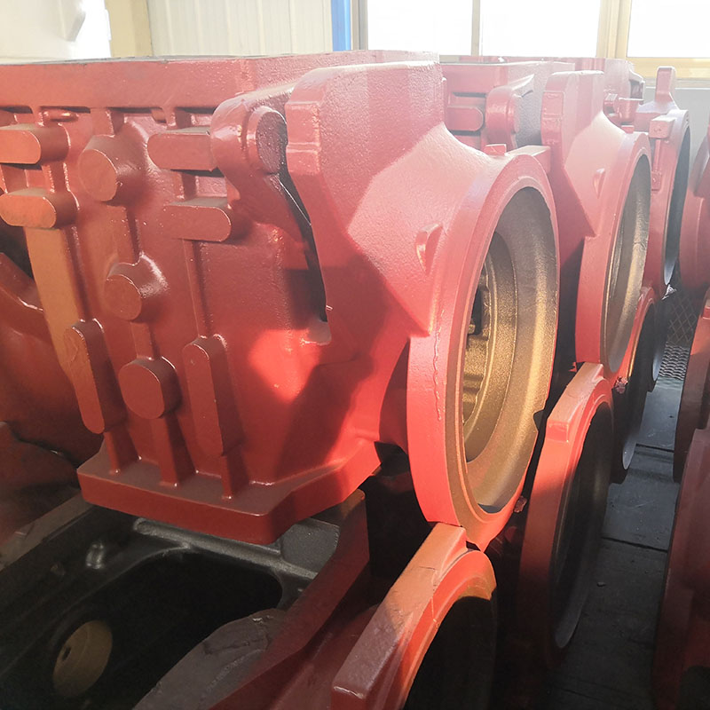 Large tractor gearbox body